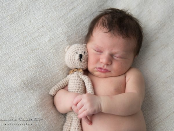 photo bebe et son doudou