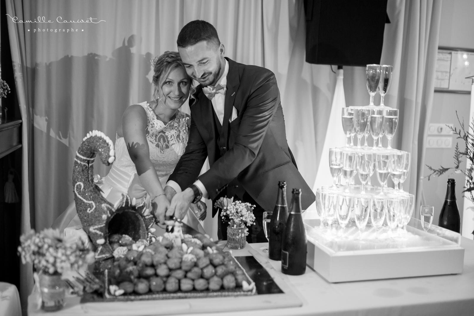 mariés pièce montée champagne