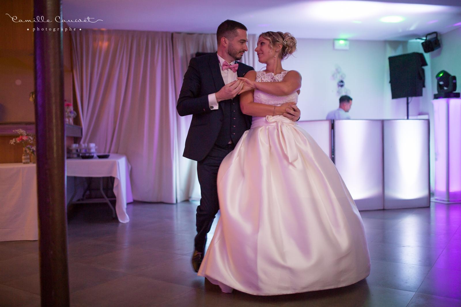 danse couple mariés soirée