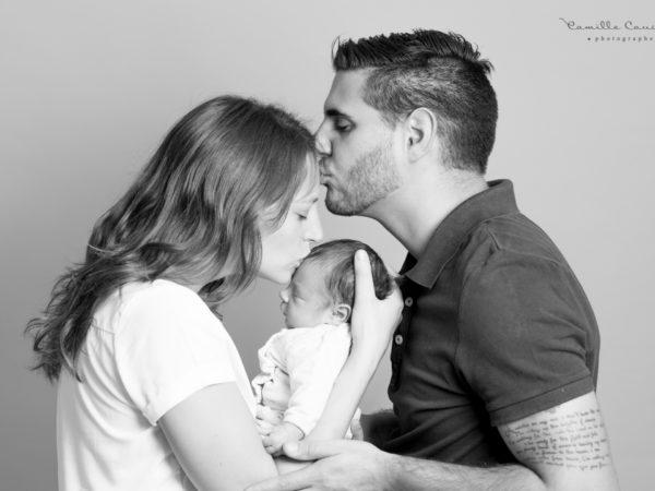 photo famille papa maman bebe