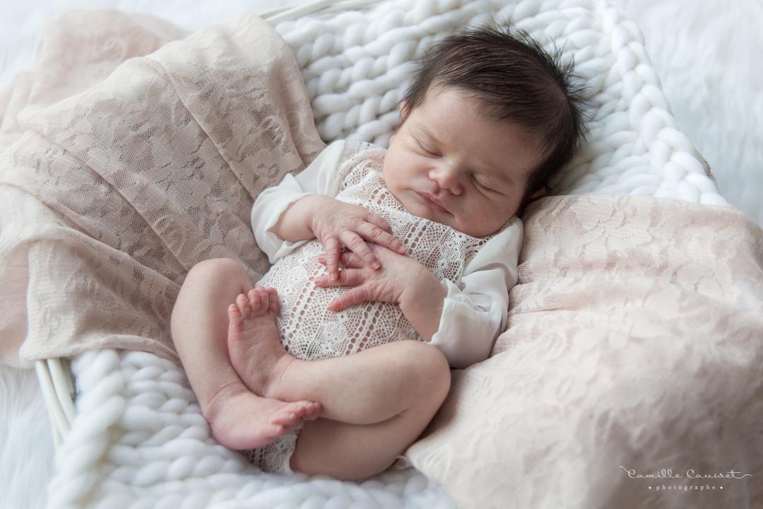 bebe fille qui dort