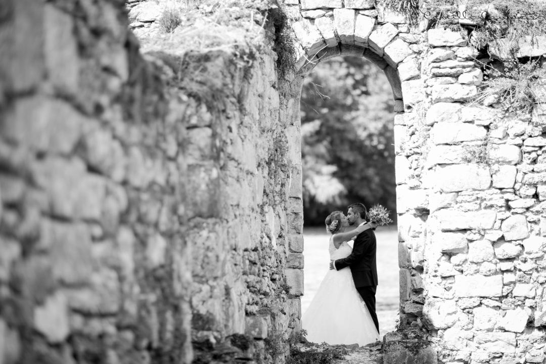 mariés noir et blanc ruines 77