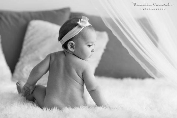 bébé noir et blanc studio