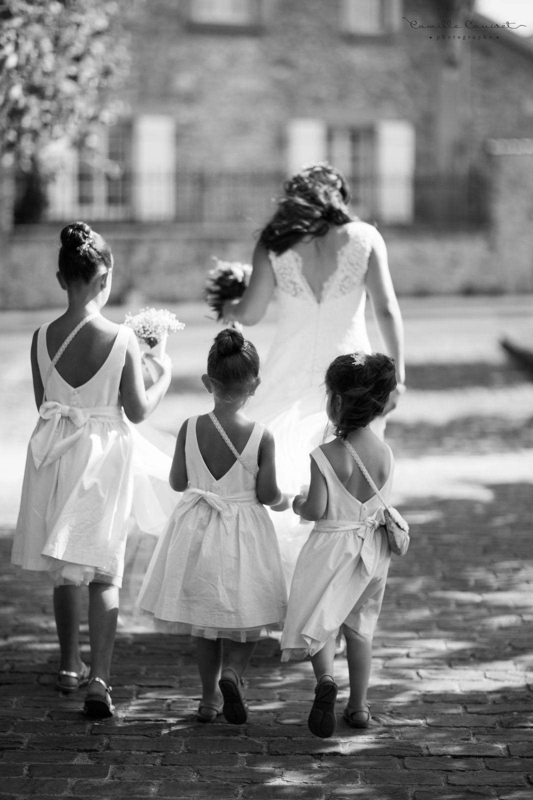 mariée cortège avec demoiselles d'honneur
