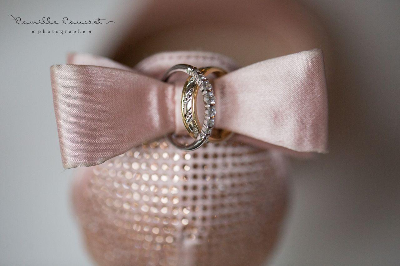 alliances et chaussures de mariée
