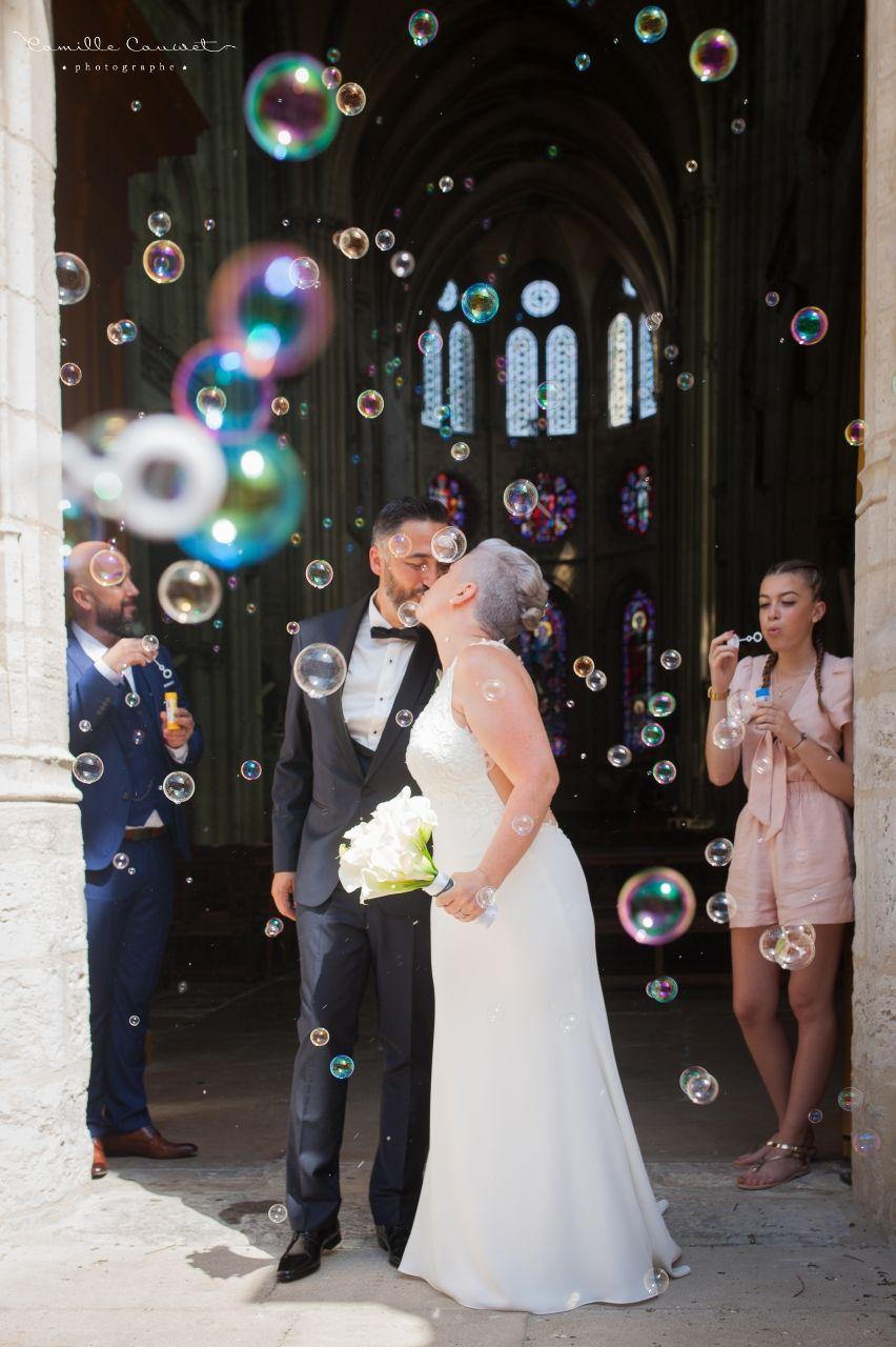 mariés sortie église bulles
