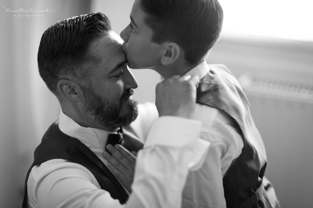 préparatifs du marié avec son fils