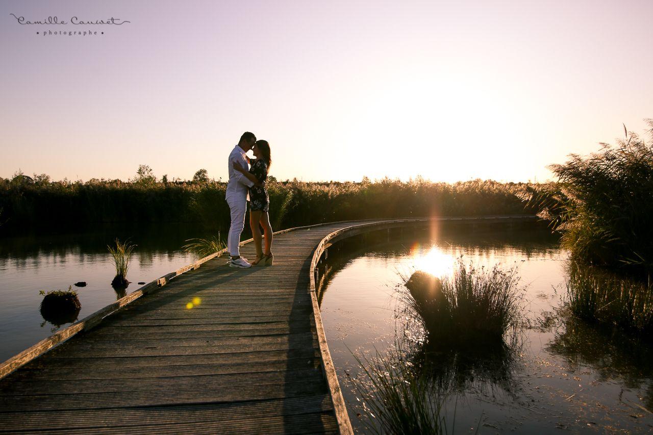couple pont coucher du soleil