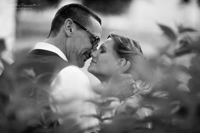 couple baiser n&b
