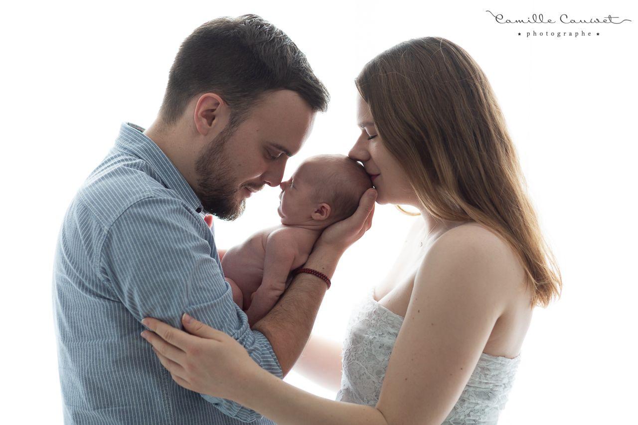 famille bebe bisous