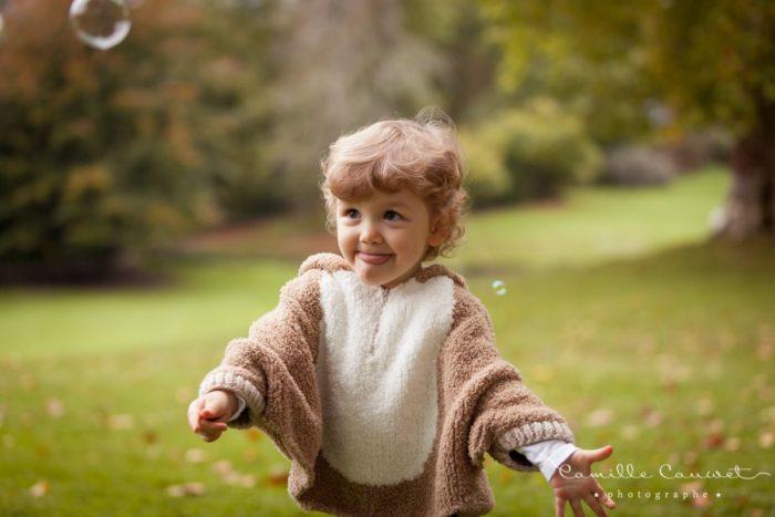 portrait enfant en automne avec bulles