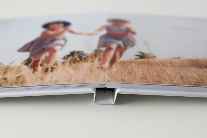 livre photo ouverture à plat