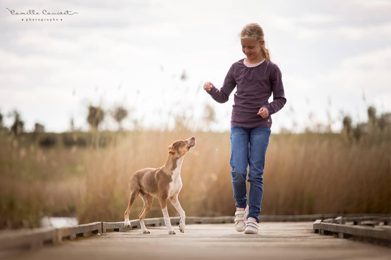 photo enfant et son chien
